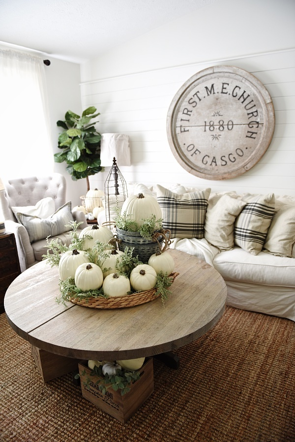 decorate-your-coffee-table-with-white-pumpkins
