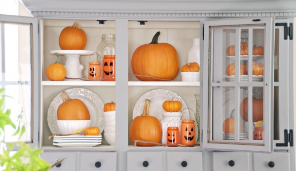 10 Bizarre Ways to Decorate Your House with Pumpkins