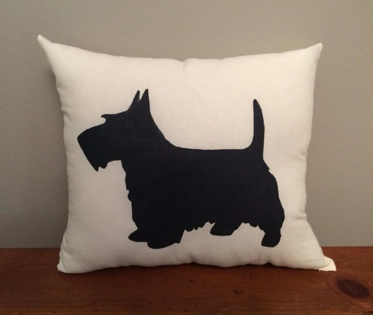 A classy silhouette pillowcase