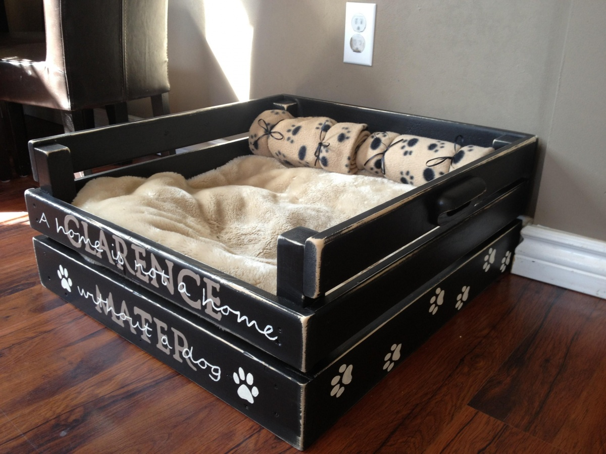 A rustic pallet bed