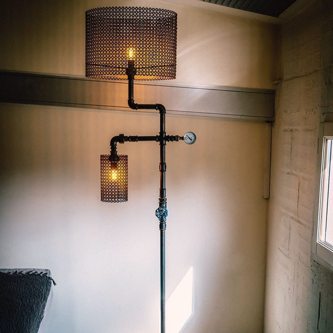 The plumbing lamp