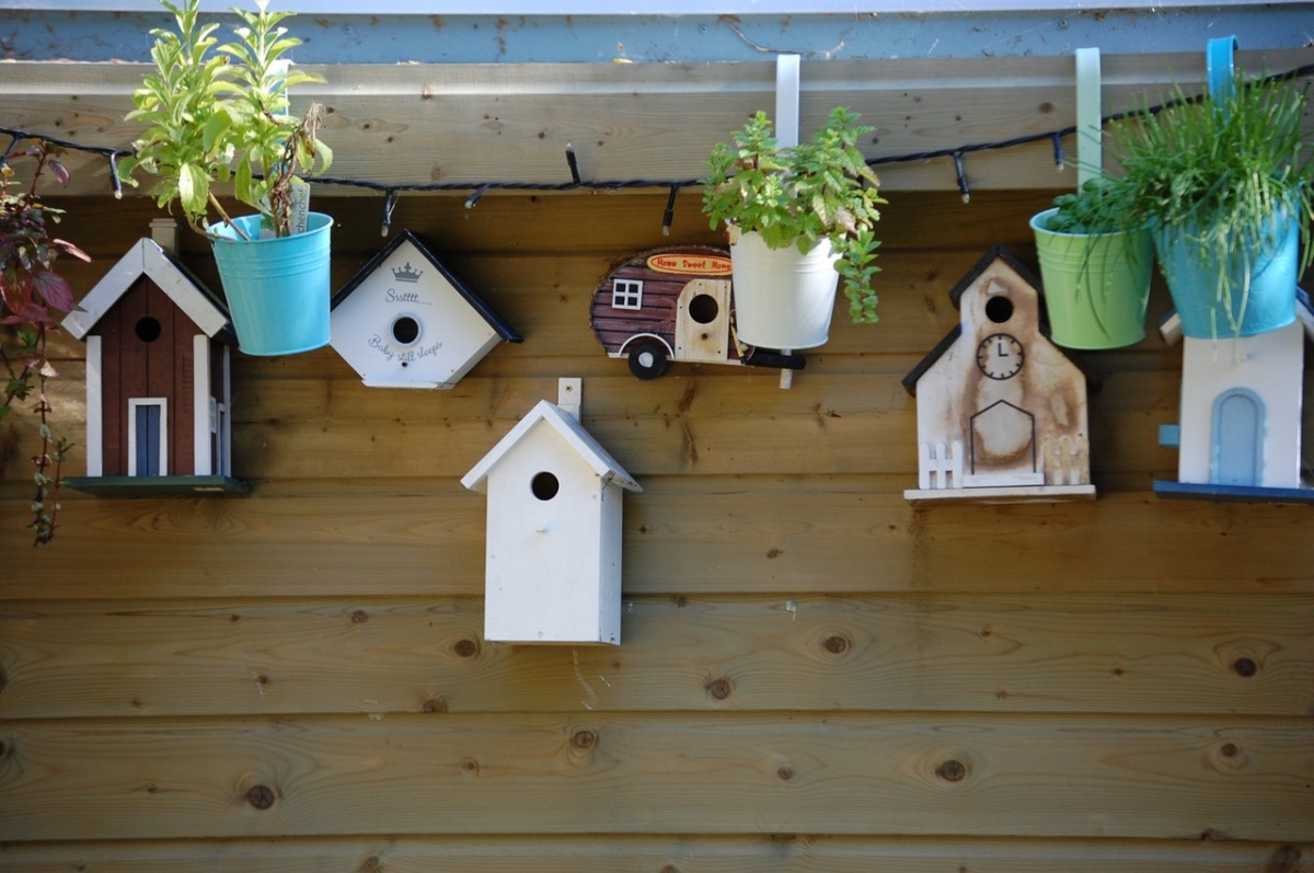 Birdhouse lamp 10 Incredibly Unique DIY Kids Room Décor Ideas
