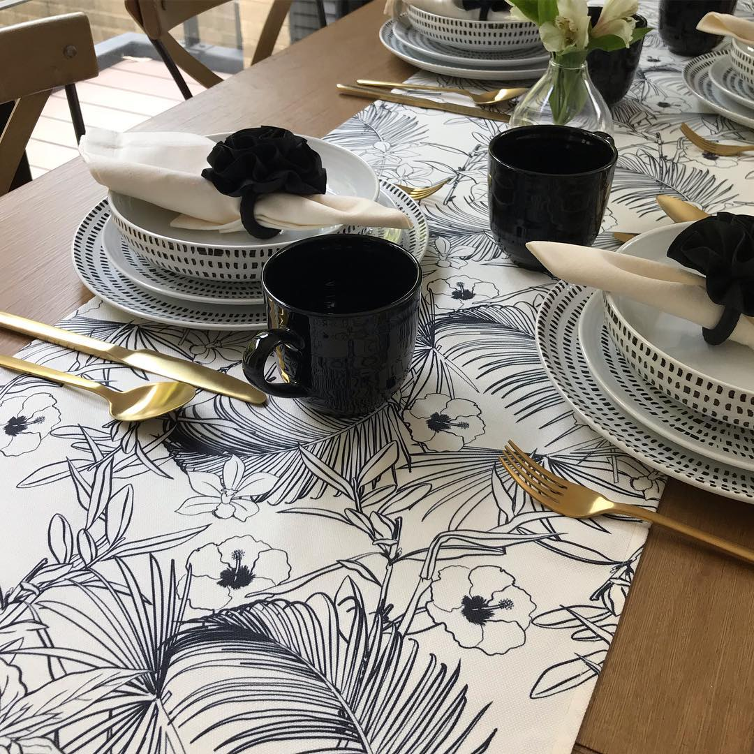Decorated paper simplicity 10 Incredibly Beautiful DIY Table Runners