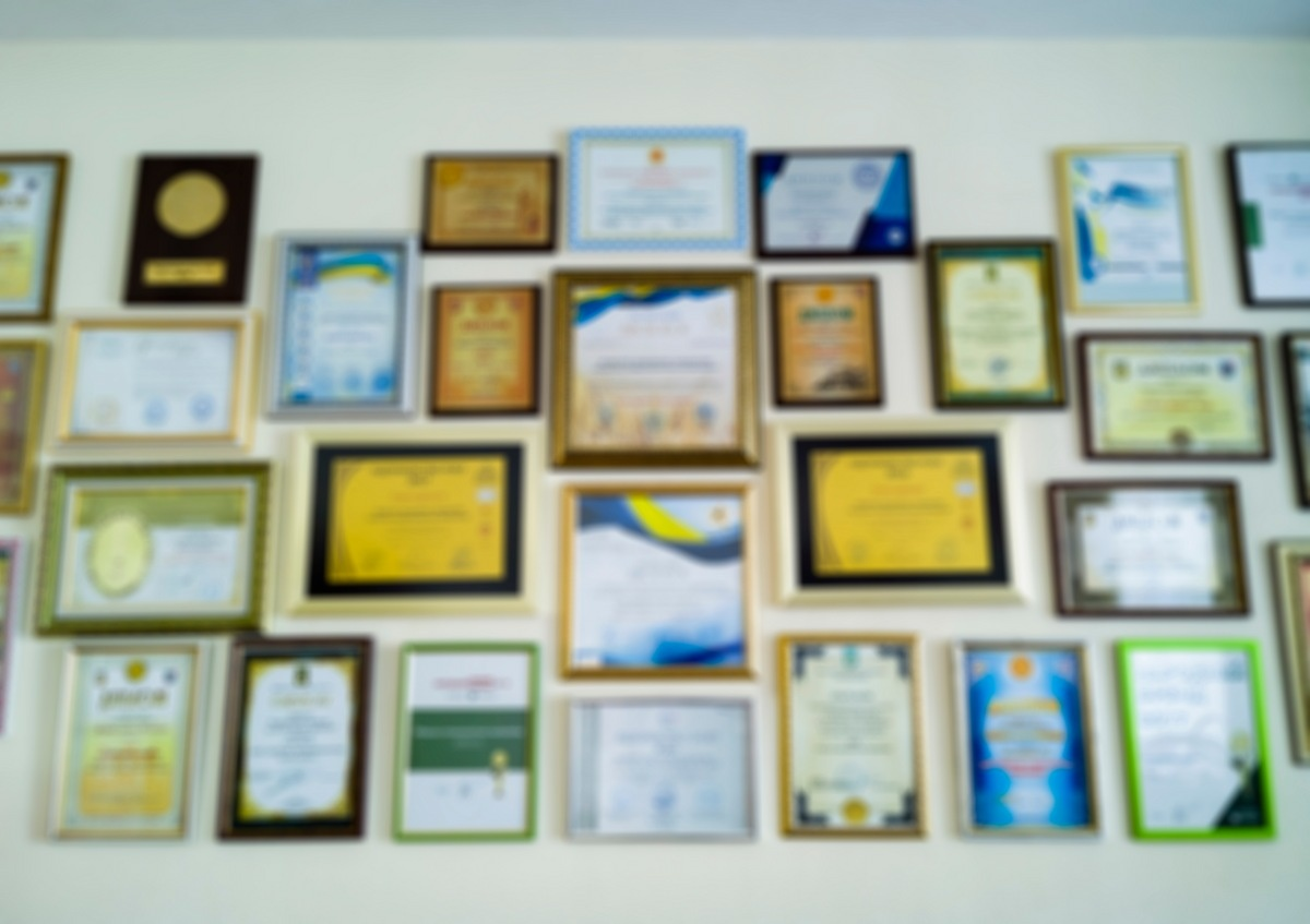 Home Office Decor Ideas - Highlight Your Achievements