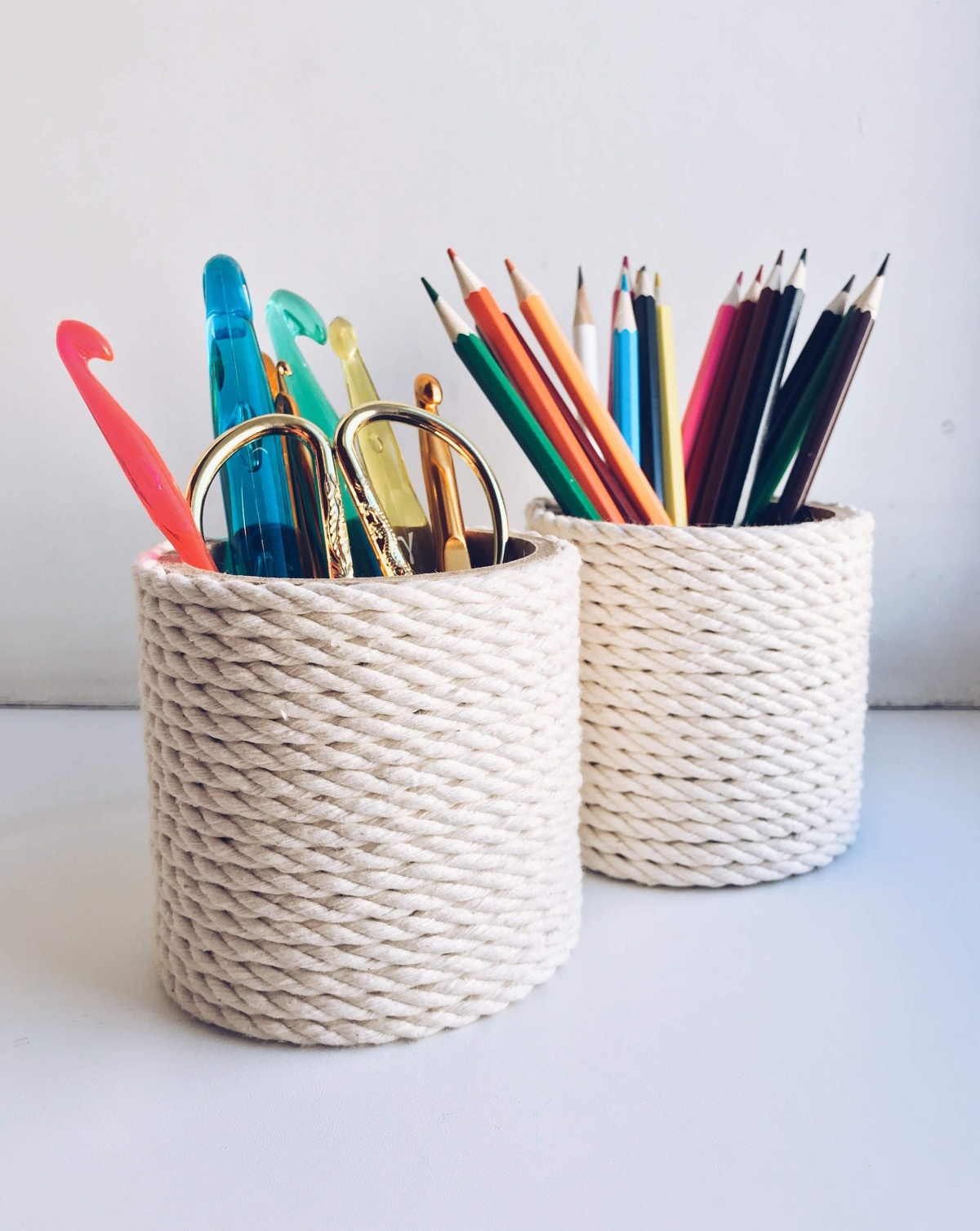 A rope pen holder